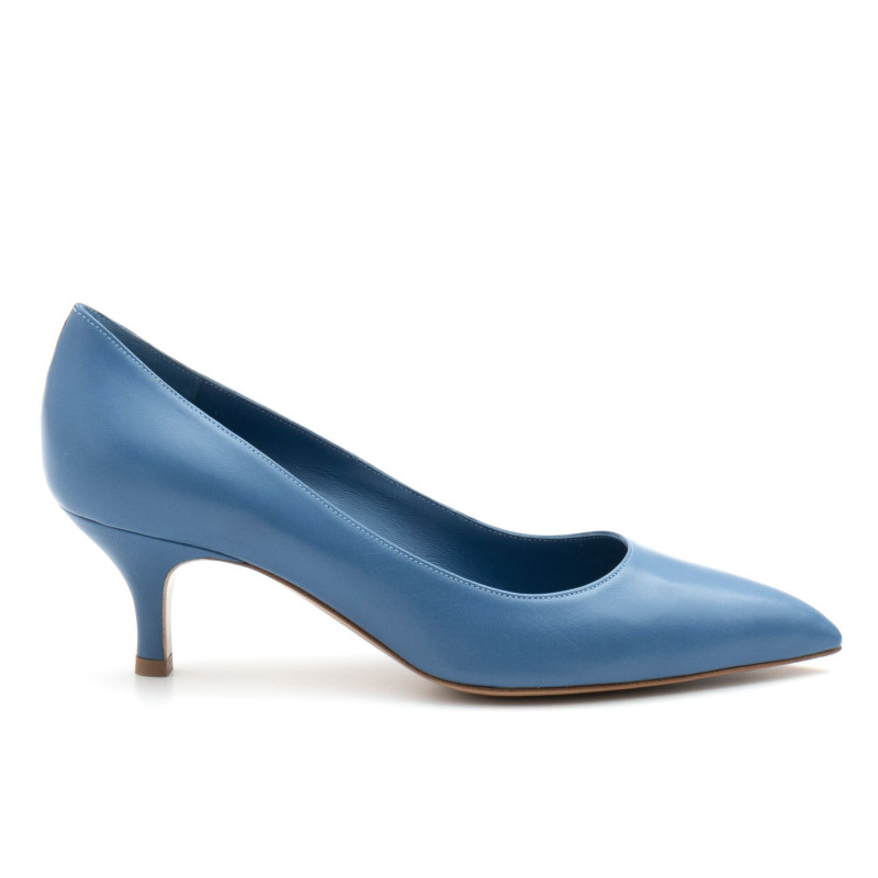 Low heel White D pump in light blue leather