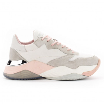 sneakers woman crime london 2585410 4693