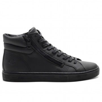 sneakers man crime london 1159330 5141