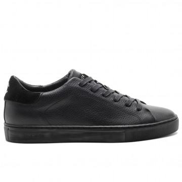 sneakers man crime london 1153820 5028