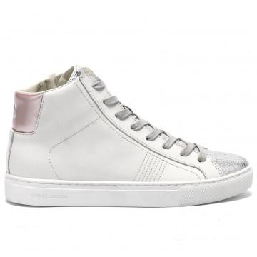 sneakers woman crime london 2570310 7075