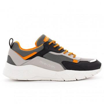 sneakers man crime london 1152680 4268