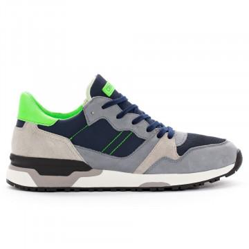 sneakers man crime london 1140840 4559